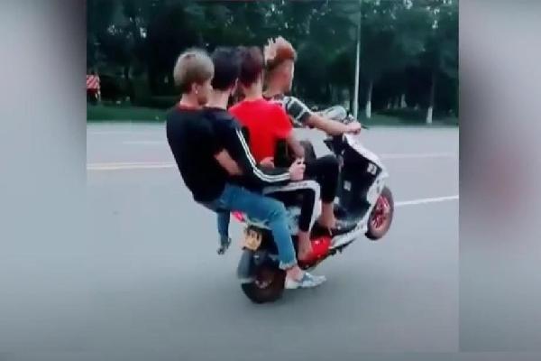 Nhóm thanh niên làm xiếc với xe ăn cắp, quay clip khoe lên mạng