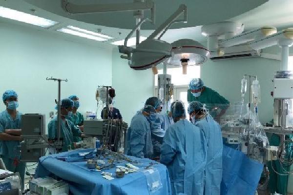 Trái tim được chuyển bằng ôtô từ Đà Nẵng ra Huế ghép cho bệnh nhân