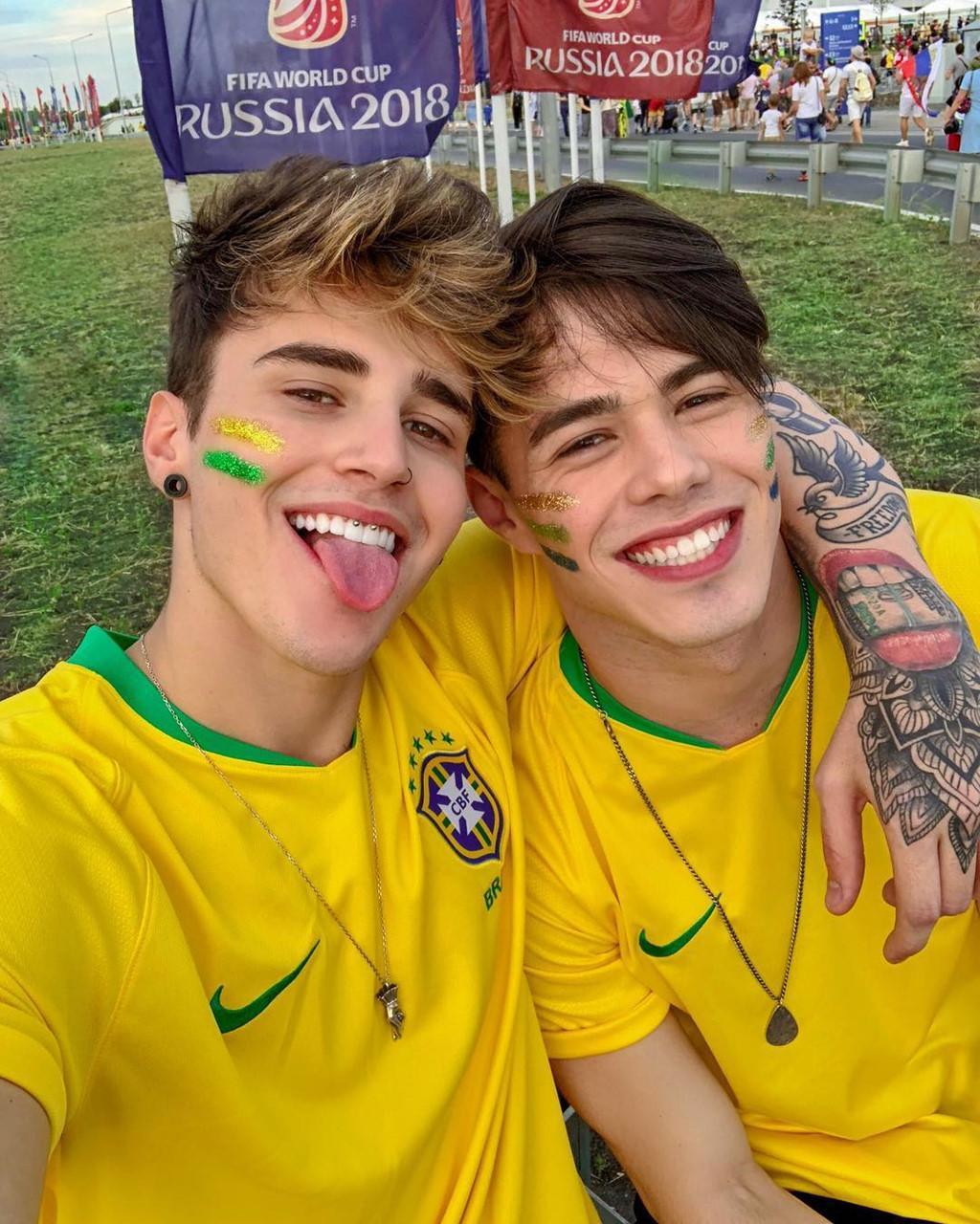 Hot boy o khan dai duoc tim kiem sau tran Brazil - Thuy Si la ai? hinh anh 2