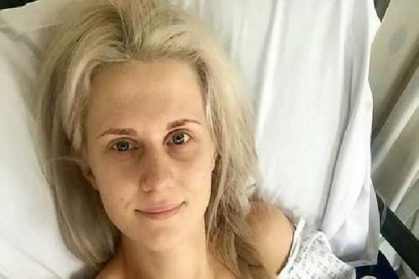 Nữ y tá cắt bỏ ngực sau khi 9 người nhà bị ung thư