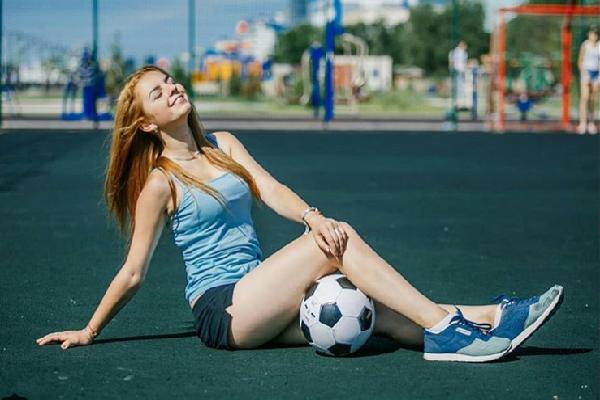 MXH Nga ngập tràn những cô nàng khoe dáng nóng bỏng chào mừng World Cup 2018
