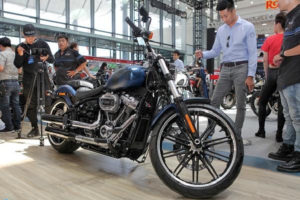 Harley-Davidson BreakOut 115 Anniversary giá 1,1 tỷ đồng tại VN
