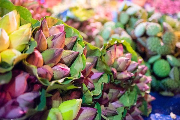 Ngập tràn sắc sen tại chợ hoa đêm Quảng Bá