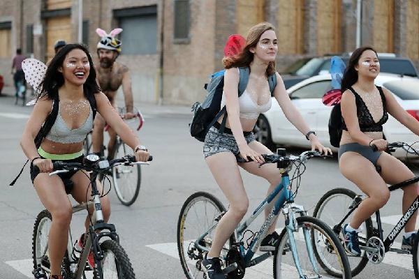 Ảnh: Hàng nghìn người trần như nhộng diễu phố trong ngày lễ hội đạp xe khỏa thân thế giới