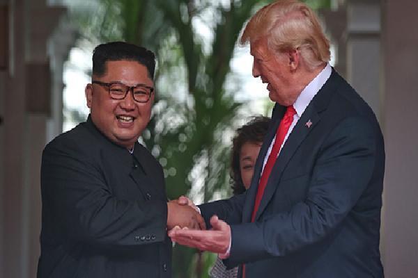 Kim Jong-un chào Trump bằng tiếng Anh