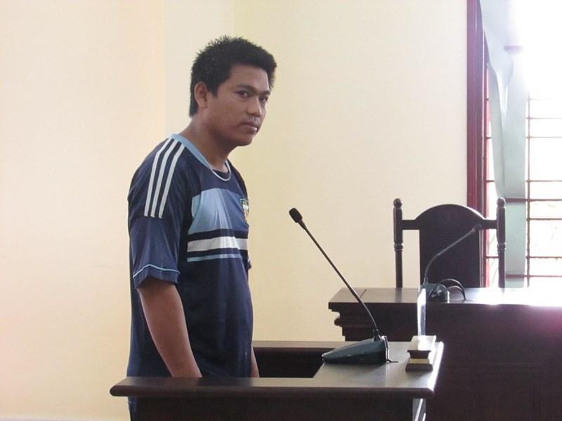 Bị cáo Thạch Dương tại phiên tòa sơ thẩm ngày 13-6. Ảnh: NN