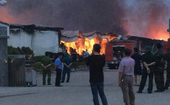 Toàn bộ ba nhà xưởng đã bị thiêu rụi sau vụ cháy.