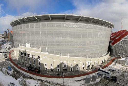 Công trường xây dựng ở sân vận động Ekaterinburg, nơi sẽ diễn ra các trận đấu của World Cup tại thành phố Yekaterinburg, Nga, hôm 30/3. Ảnh: Reuters