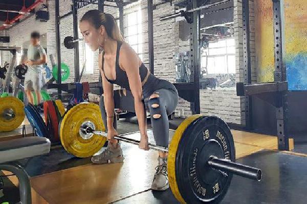 Cô gái Hà Nội sở hữu ba vòng chuẩn đẹp nhờ tập gym