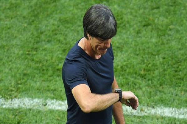 Loew lý giải nguyên nhân Đức chơi như gà mắc tóc