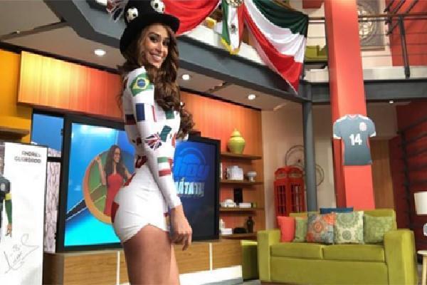 Người dẫn chương trình quyến rũ nhất thế giới ăn mừng Mexico thắng Đức