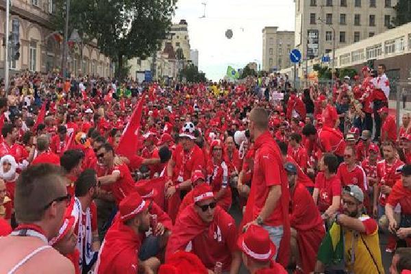 CĐV Thụy Sỹ ở Rostov phấn khích vì trận hòa Brazil