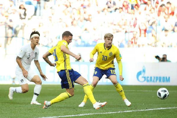 Thụy Điển - Hàn Quốc: Penalty định đoạt, cột dọc cứu 3 điểm