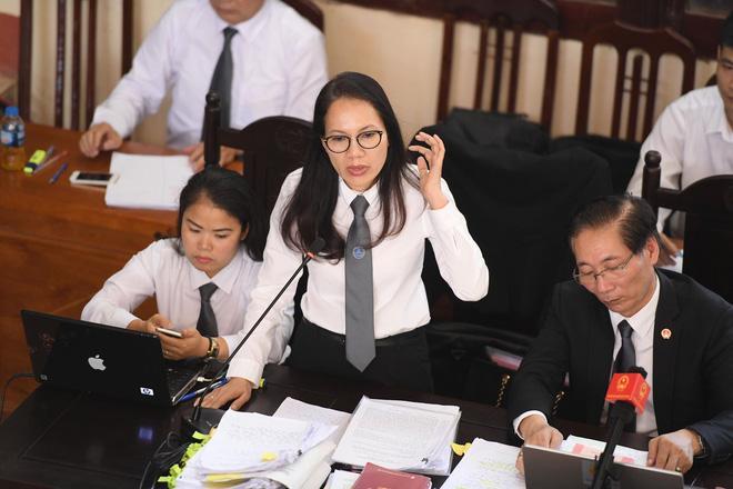 LS Trần Hồng Phúc - Người bào chữa cho BS Lương. (Ảnh: Như Hoàn)