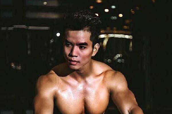 Chàng trai Sài Gòn nhờ bố thôi thúc tập luyện để hình thể đẹp