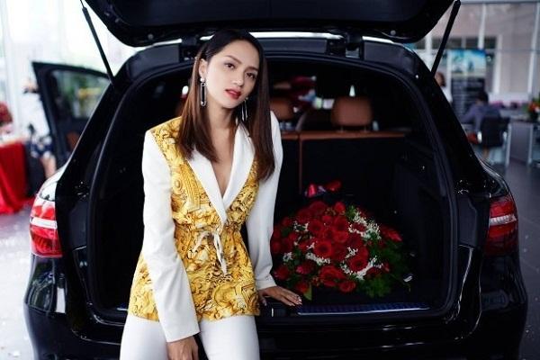 Sau 3 tháng đăng quang tại Miss International Queen, Hương Giang tiếp tục 'tậu' xế hộp tiền tỷ