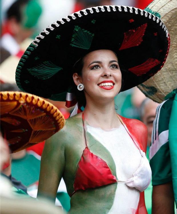 Mexico không chỉ nổi tiếng với những món ăn nóng và cay, quốc gia này còn được biết đến với tình yêu cuồng nhiệt với môn thể thao vua. Khi nói về cổ động viên nữ, Mexico luôn có sự khác biệt so với các quốc gia khác.