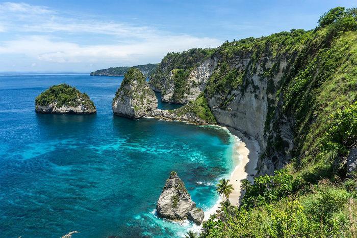 Hòn đảo đẹp tới nỗi nam du khách đã bất chấp nguy hiểm để có thể ghi lại được khung cảnh phía sau mình