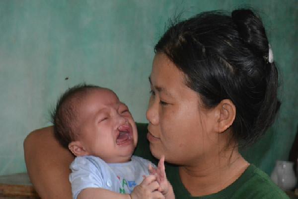 Gánh nặng 100 triệu đồng mổ tim khiến bố mẹ không phẫu thuật cho con