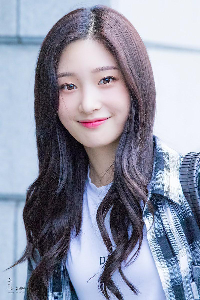 Vẻ đẹp trong trẻo của Chae Yeon vẫn được công chúng Hàn hết mực yêu thích