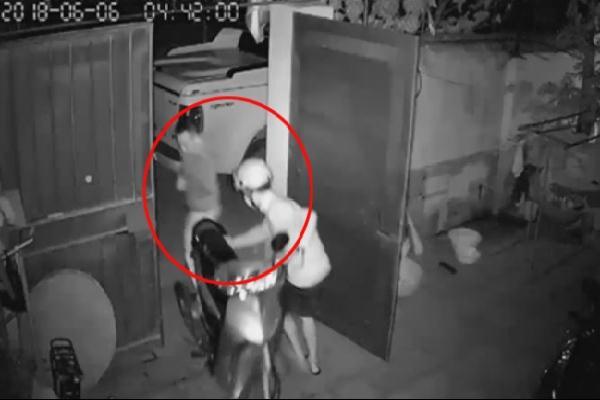 Hai thanh niên đi ôtô trộm 2 xe máy ở Bắc Ninh