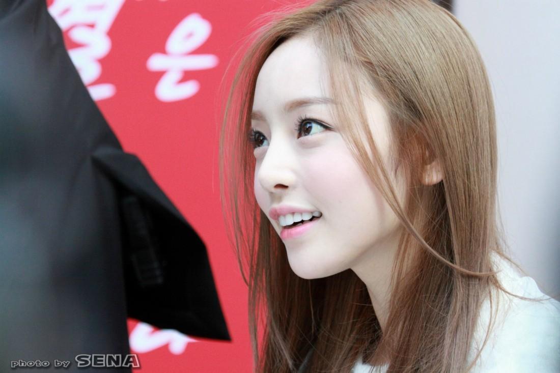 Dù vậy, các thiếu nữ xứ Hàn vẫn ao ước có được khuôn mặt như búp bê của Hara
