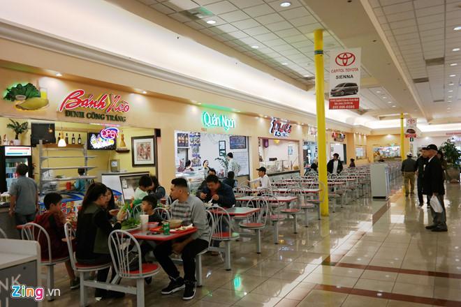 Khu ăn uống toàn quán ăn Việt Nam tại trung tâm Grand Century.