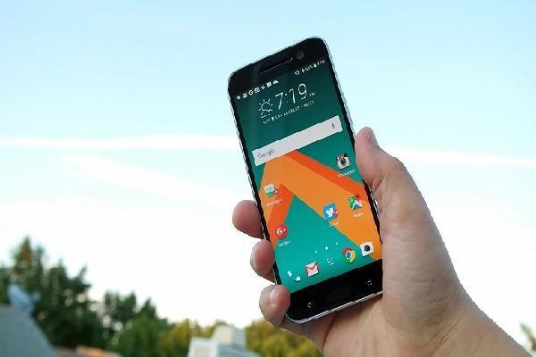 HTC tiếp tục lỗ, doanh thu giảm 46% trong tháng 5/2018