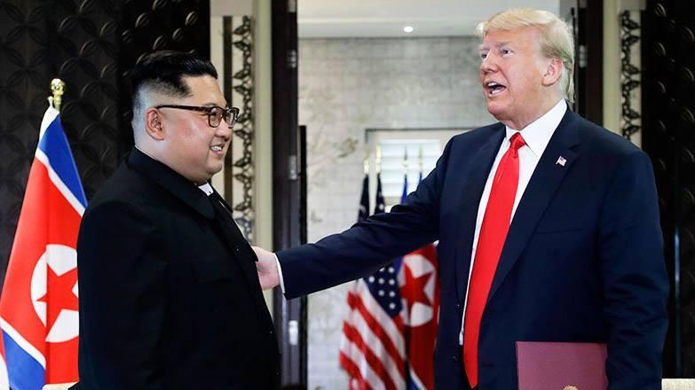 Ông Trump và ông Kim sau ký Tuyên bố chung về hội nghị thượng đỉnh Mỹ - Triều tại Singapore ngày 12/6. Ảnh: AP