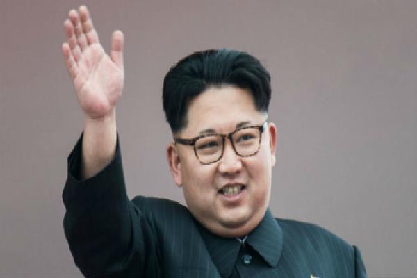 Vì sao ông Kim Jong Un nhất quyết không dùng bút có sẵn để ký kết văn bản?