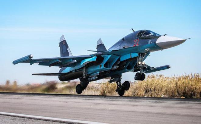 Tiêm kích - bom đa năng Su-34 đang cất cánh. Ảnh: TASS