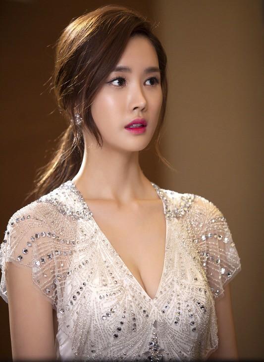 Ở tuổi 35, Lee Da Hae mang thần thái chững trạc, quý phái khiến phái nữ cũng phải trầm trồ