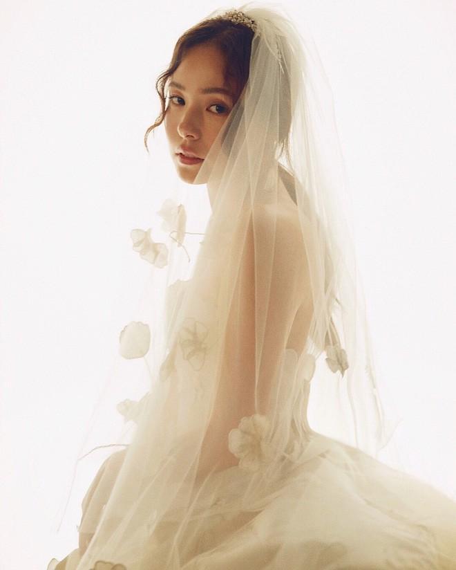 Hình ảnh Hyo Rin đẹp mơ mộng trong chiếc váy cưới khiến công chúng xuýt xoa khen ngợi