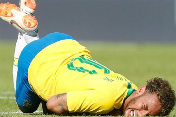Neymar ví chiến thuật của đối thủ như võ UFC