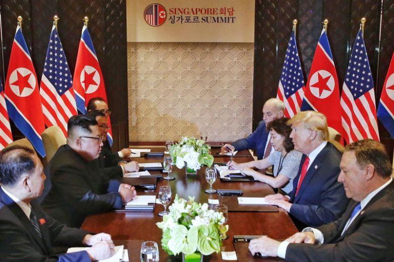 Bà Lee ngồi cạnh ông Trump tại hội nghị thượng đỉnh Mỹ - Triều. (Ảnh: Straits Times)