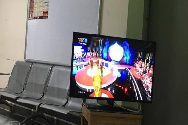 Hà Nội: Người dân ở chung cư bê ti vi ra hành lang để xem World Cup 2018