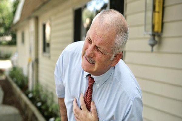 Các dấu hiệu 'tố' bệnh tim bạn không nên bỏ qua
