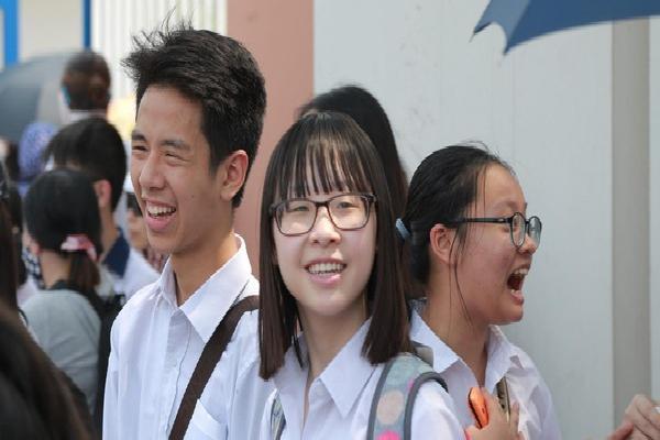 Thi tiếng Anh vào lớp 10 chuyên: Thí sinh Amsterdam, Chu Văn An nhận xét đề quá dễ, nhiều em tự tin được điểm 10