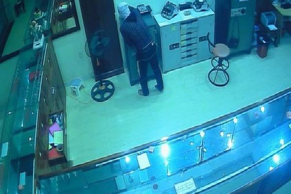 Tiệm vàng ở Sài Gòn bị trộm viếng thăm, cuỗm gần 1,5 tỷ đồng