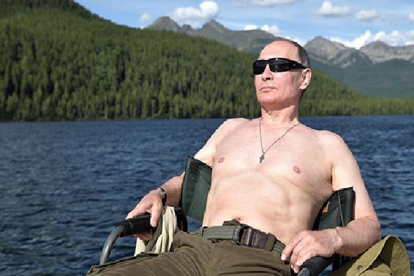 Putin nói 'không cần phải giấu' khi khoe ảnh cởi trần
