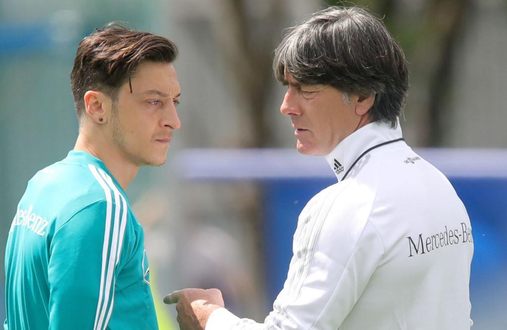 Joachim Low đóng cửa trở lại ĐT Đức của Ozil