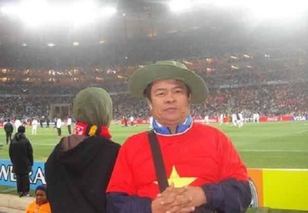 Ông Sáng Củ Chi, một trong những cổ động viên đặc biệt của mùa giải World Cup 2018.