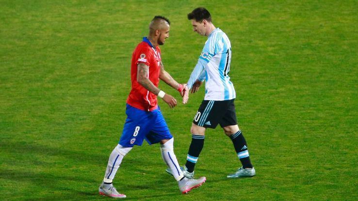 Vidal không ngán Messi.