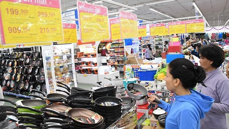 Quy định siêu thị, trung tâm thương mại phải mở cửa tối thiểu từ 10 giờ đến 22 giờ… là can thiệp sâu vào quyền tự chủ kinh doanh của doanh nghiệp. Ảnh: TÚ UYÊN