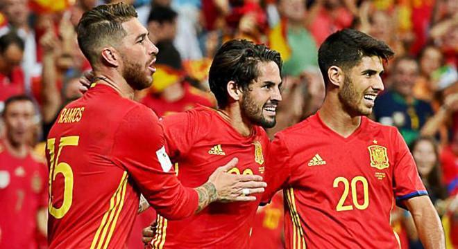 Ramos, Isco, Asensio là biểu tượng cho sức mạnh của Real tại ĐT Tây Ban Nha ở World Cup 2018. Ảnh: FootTheBall.