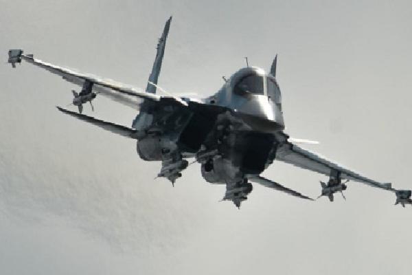 Su-34 Nga dội bom xuống mục tiêu phiến quân Syria
