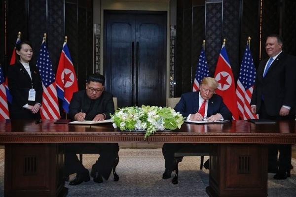 Trump - Kim ký thỏa thuận phi hạt nhân sau khi cùng ăn trưa, đi dạo