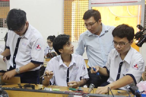 Thầy giáo Sài Gòn dặn học trò '4 nên 3 không' khi thi THPT quốc gia