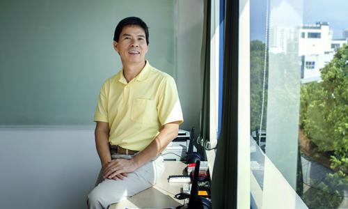 Ông Nguyễn Đức Tài tại văn phòng làm việc. Ảnh: Bloomberg
