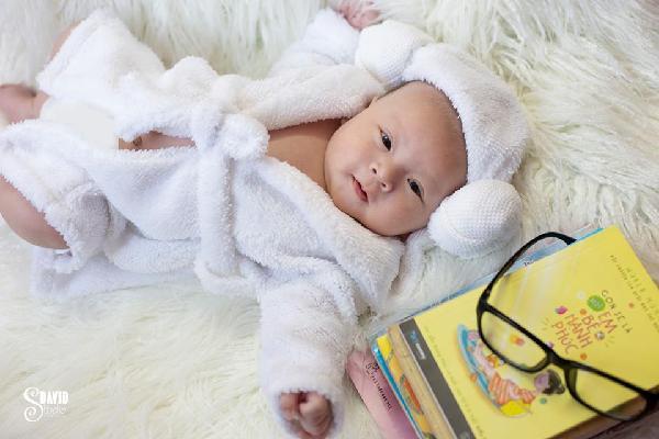 Bà mẹ nào cũng phát cuồng khi ngắm bộ ảnh thiên thần nhí tròn 1 tháng tuổi siêu đáng yêu